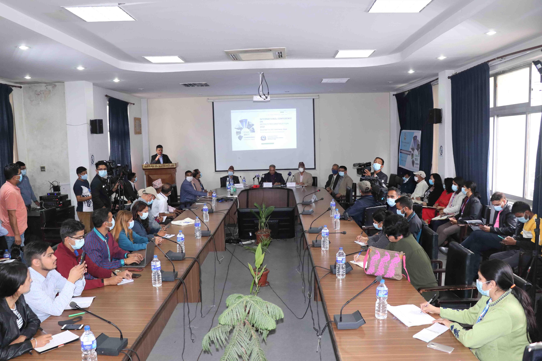 मंसिरमा आयोजना हुने अन्तर्राष्ट्रिय सम्मेलन सम्बन्धी जानकारी दिन आयोजित पत्रकार सम्मेलन ।